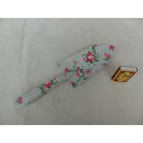 Lopatka s kvetinovým vzorom