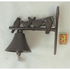 Zvonček so 4 sediacimi vtáčiky liatina 24x20x5cm