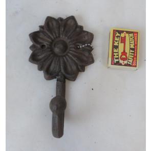 Háčik kvetina liatina 15x8x6cm